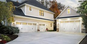 beautiful home image with custom garage doors for knowledgeable garage door installation company in Peotone